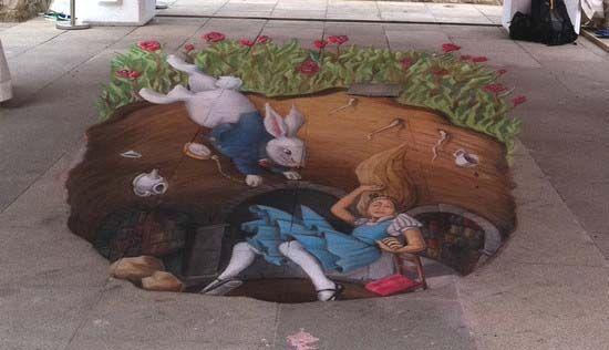 """Алиса в кроличьей норе!!! Данный рисунок был нарисован мелом на асфальте, в августе 2011 года в Дан Лири, Ирландия. Дженифер и Мерседес Чапарро, назвали его """"Алиса в кроличьей норе"""""""