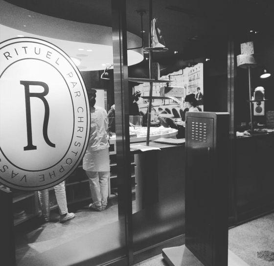 表参道の青山通りを曲がったところにあるお店。一時期、新宿ルミネに期間限定店舗を出していたらしいが、もう終わっちゃった。クロワッサンも美味しいけど、デニッシュ・ペストリーがいい。ほとんどないような気がす