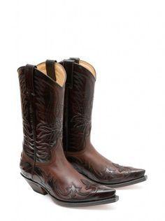 250 pasos para convertir cada par de botas en una experiencia única. #Sendra #Boots #Botas #Man #Cowboy