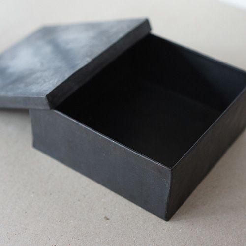 スチール製の収納箱 11.5x11.5x4.5cm