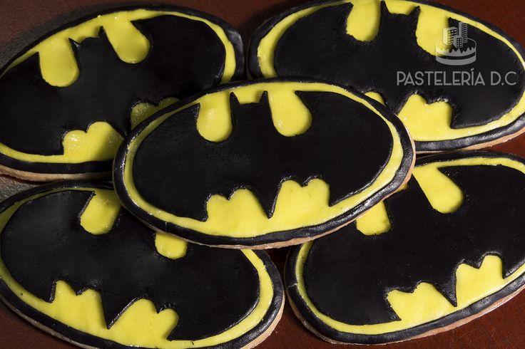 Galletas de Batman. Decoradas con fondant / Batman fondant cookies.