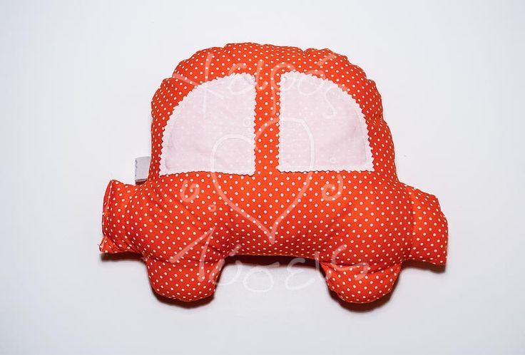 Χειροποίητα μαξιλαράκια για πολύ όμορφα δωράκια. Μαξιλαράκι αγκαλιάς- διακοσμητικό παιδικό μαξιλαράκι σε σχήμα αυτοκινητάκι που είναι φτιαγμένο από 100% βαμβακερά υφάσματα και με γέμισμα υποαλλεργικό κατάλληλο για παιδιά. Οι διαστάσεις τους είναι περίπου 30Χ25 εκ.