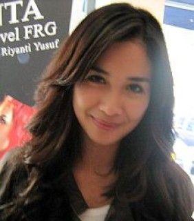 Marsha Timothy Tak Keberatan Pakai Cadar - Tribunnews.