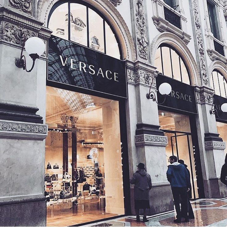 B O S S A — STEPPIN' UP IN IT LIKE #SHOPPINGSPREE #VERSACE