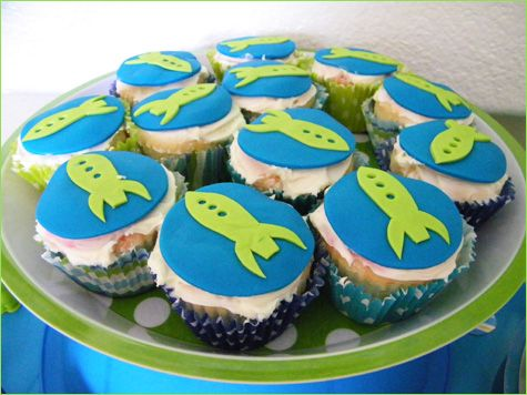 Rocket ship cupcakes for Lauren, who's studying aerospacial engineering.