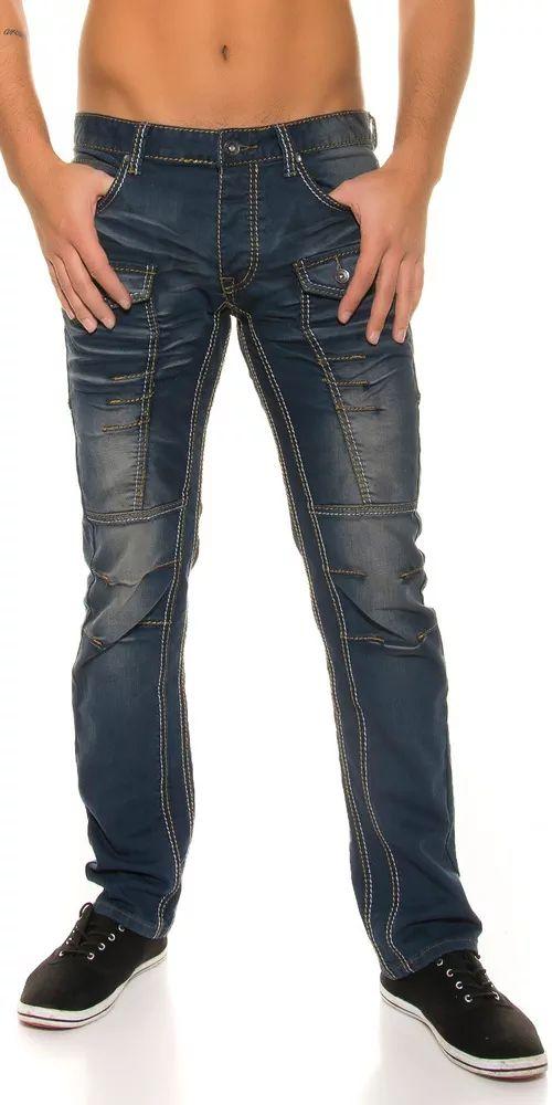 Módní pánské džíny. Přední část nohavic s kapsami