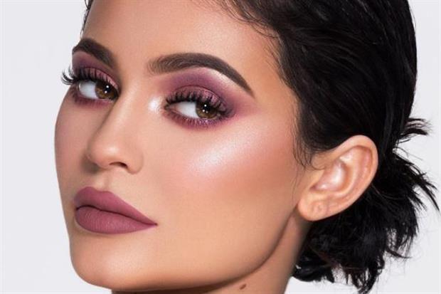 Kylie Jenner cumple 20 años y lanza una nueva colección de make up para celebrarlo  La colección de make up de la menor del clan Kardashian Jenner desborda de tonos rosados