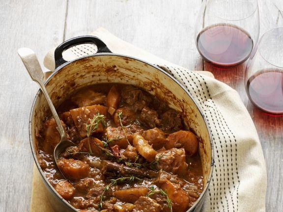 Rindfleischeintopf mit Wintergemüse ist ein Rezept mit frischen Zutaten aus der Kategorie Rind. Probieren Sie dieses und weitere Rezepte von EAT SMARTER!