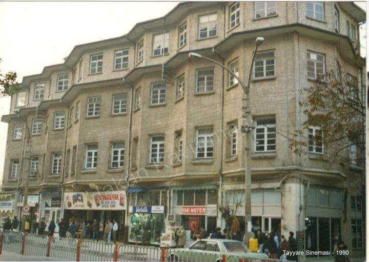 Tayyare Sineması ve çift yönlü Atatürk Caddesi 1990  #Bursa #EskiBursa