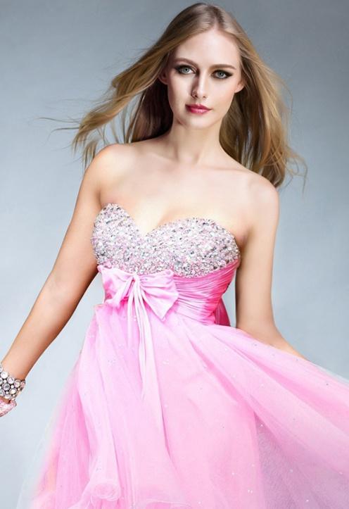 LoVe this short sweet pink dress<3<3