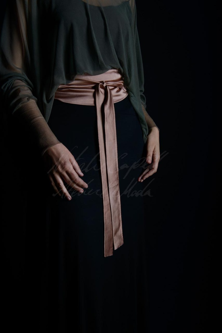 A silk satin belt well intended, makes all the difference...    (Olga, Marian and our complements...)