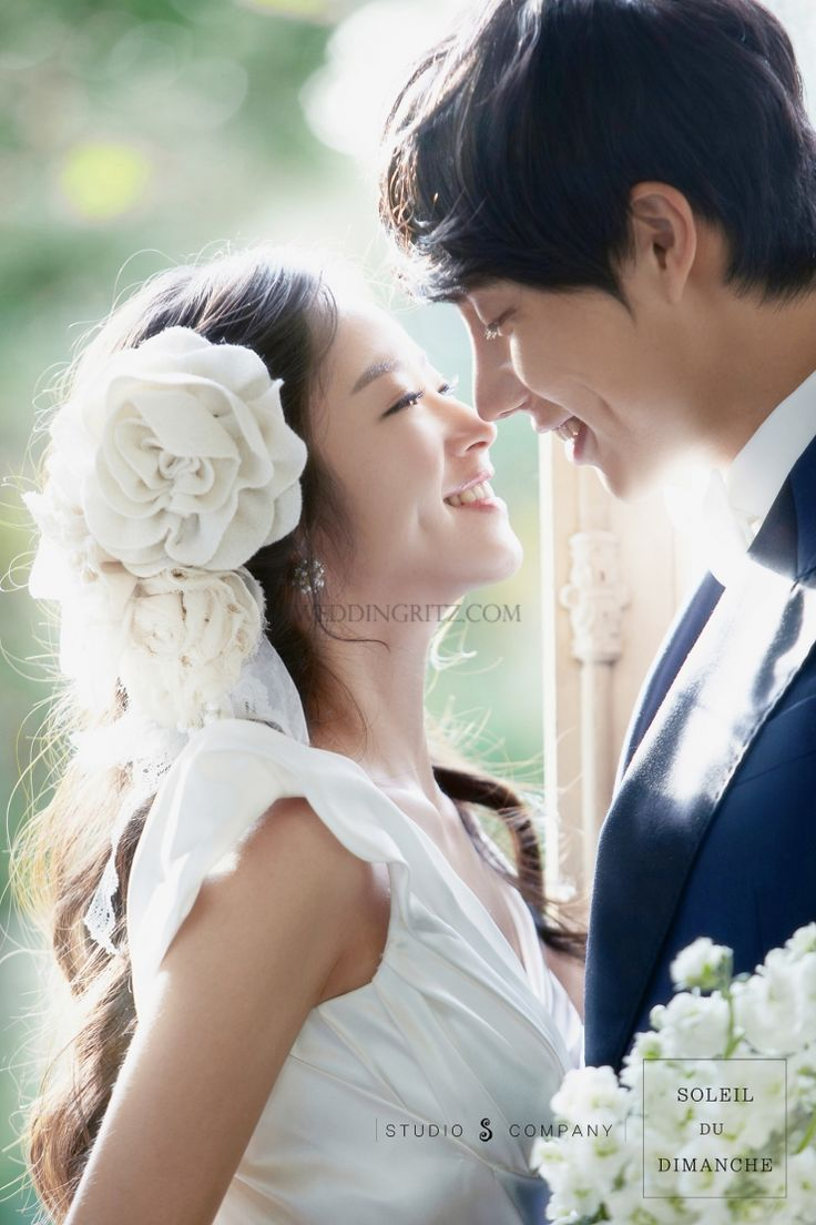 The new sample of Korea pre-wedding photographs presented by S Studio. The new version of S Studio 2012's wedding photos has been changed overall. Natural expression, pose, and warm concept made bride look professional model.With exuberant raining and night snow scene, we are able to provide unforgettable memories to bride.You can be the most beautiful bride in the world with our new looking, gorgeous and vintage style of S Studio.