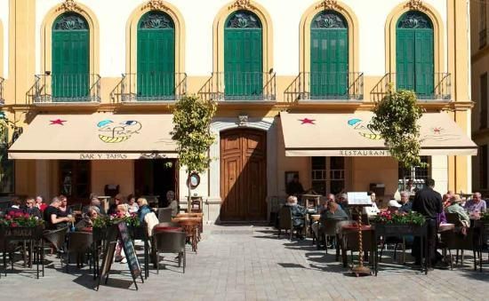Like to enjoy a 'menu del dia' in the sun? Restaurante and Bar de Tapas La Plaza is the place to be. Tasty 'Menu del dia' (mon-fri) and a lot of other choices. Try de tapas menu english-spanish style. Special dishes for kids too. International staff, so when you're longing to a english speaking waiter…;) - Plaza de la Merced 18