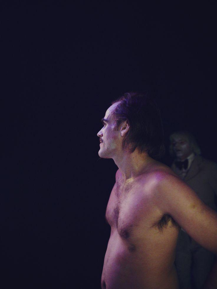 """Sebastian #Blomberg in """"Der Revisor"""" #Revisor #Theater #Schauspieler #Licht #Schatten #Resi #Residenztheater"""