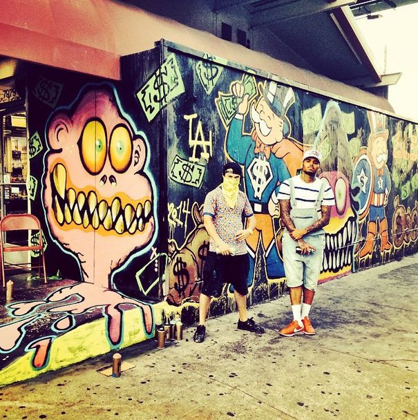 """GRAFFITI LIFE: Chris Brown Tags Famous L.A. Gas Station, Releases """"X"""" Tracklisting"""