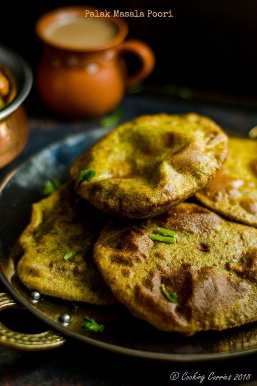 Palak Masala Pooris - deep fried Indian flatbread. #vegetarian #vegan #indianfood #recipe