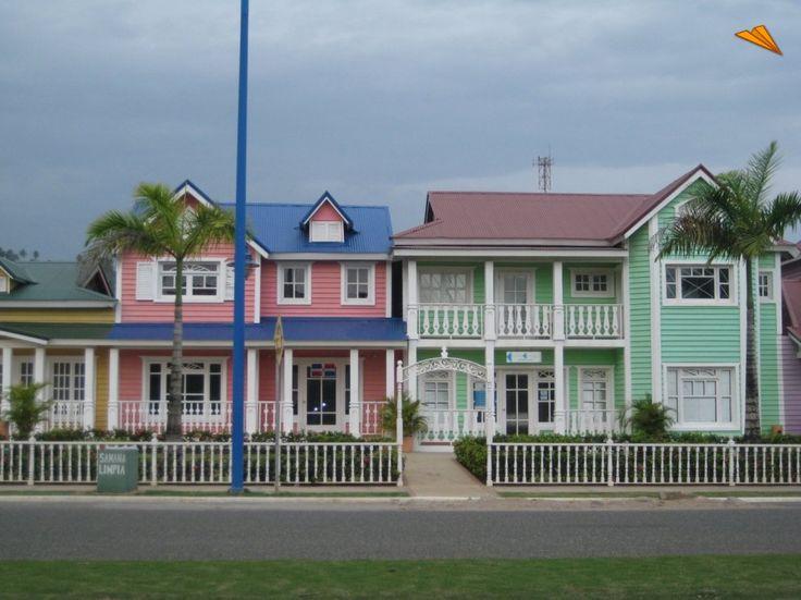Casas coloridas en pueblo pr ncipe saman rep blica for Casa de campo republica dominicana