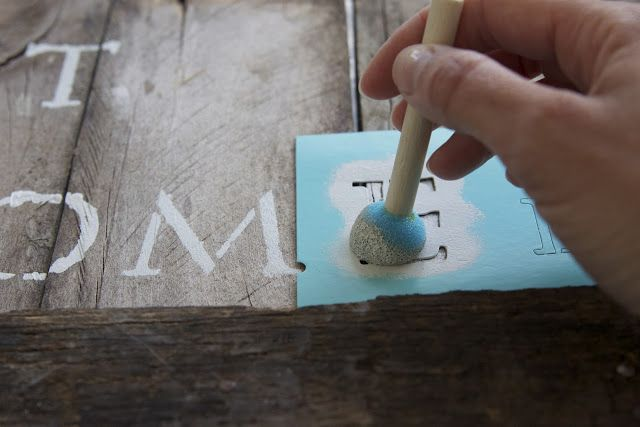 {diy} pallet art...how to stencil on wood