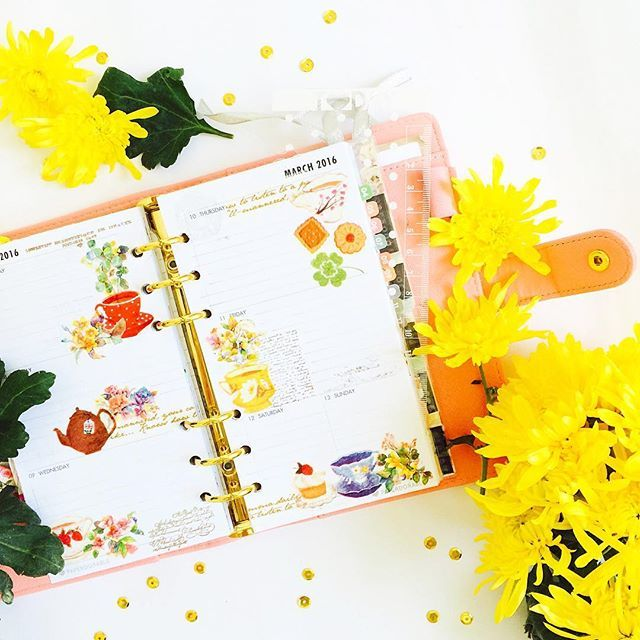 This week, before the pen. Chrysanthemum is one of my favourite flowers because I love its fresh smell that reminds me to.. Err, chrysanthemum tea? 🙊 #plannergirl #plannerlove #plannernerd #planneraddict #planneraddictmalaysia #officialpam #pamplannerdeco #beforethepen #chrysanthemum #aimezlestyle