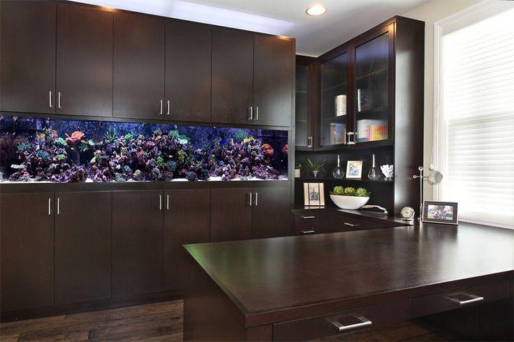 Como integrar um aquário de maneira harmônica da decoração da casa? Às vezes, eles podem ser peças centrais, protagonistas no design de determinados ambien