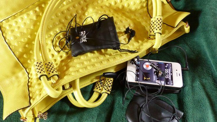 """Und ein weiterer Blick in meine  gelbe Tasche zeigt, wie ihr mit """"kleinem Gerät"""" einen Audio-Podcast produzieren könnt."""