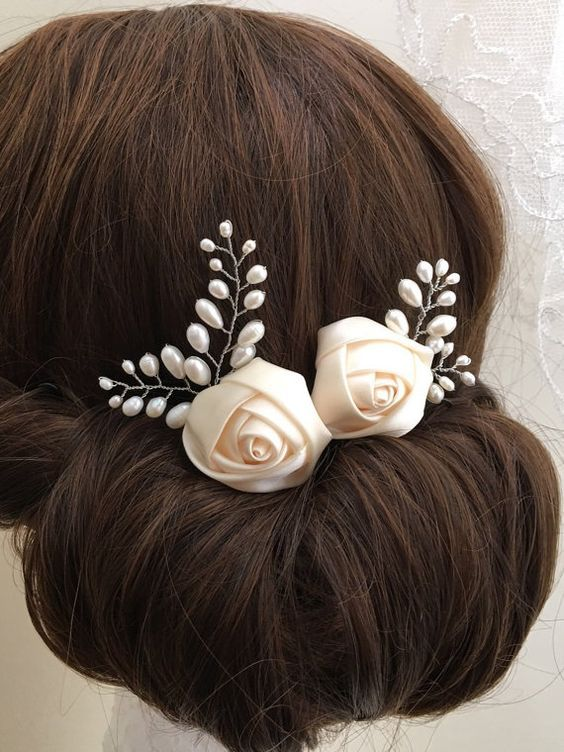 Bridal hair combs featuring a pretty and delicate silky rose flowers decorated with various size ivory freshwater pearls. Comes as a set of 2. Approximate max length and width of detail: 6.5cm x 5.5cm and 5cm x 4.5cm. Complete with keepsake box to treasure forever.