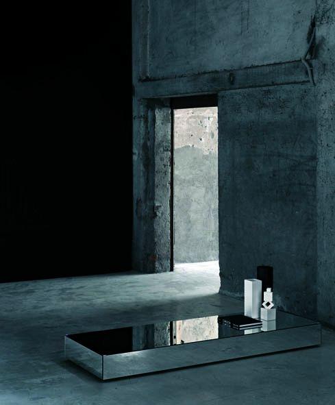 Table basse miroir monolithique I Massi Tavoli Bassi Design Claudio Silvestrin par Glas Italia - La Verriere