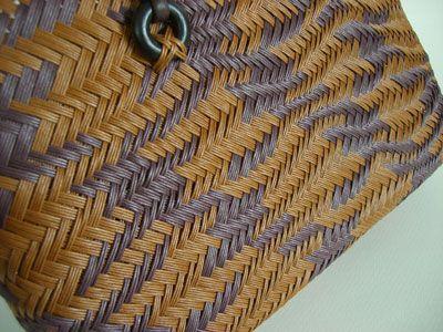 お正月からこっち,ずっと,ずうっと追い続けていた波あじろ編みのバッグ。 鶴模様…。 美しい鶴の模様を出すために,1月からずっと…もう半年くらいにな...