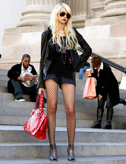 In Season 3 Jenny Humphrey (Taylor Momsen) punked out in a Catherine Malandrino jacket, a Marc Jacobs blouse and shorts, a Hammit bag, Falke fishnet tights and Alexandre Birman booties.
