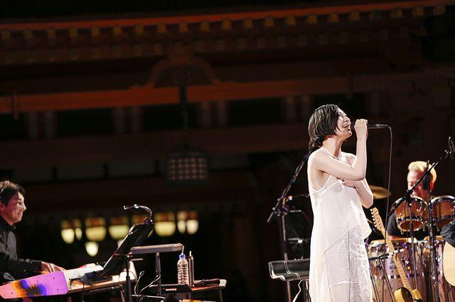 坂本真綾、「素敵な時間をありがとう」2年ぶり国宝・嚴島神社でのライブ終演 (画像 3/5)| 邦楽 ニュース | ロッキング・オンの音楽情報サイト RO69