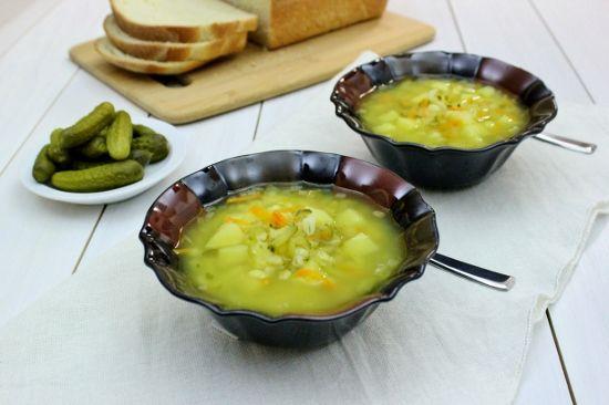 Rassolnik – Russian Soup With Pickles and Barley Sopa de pepinillos