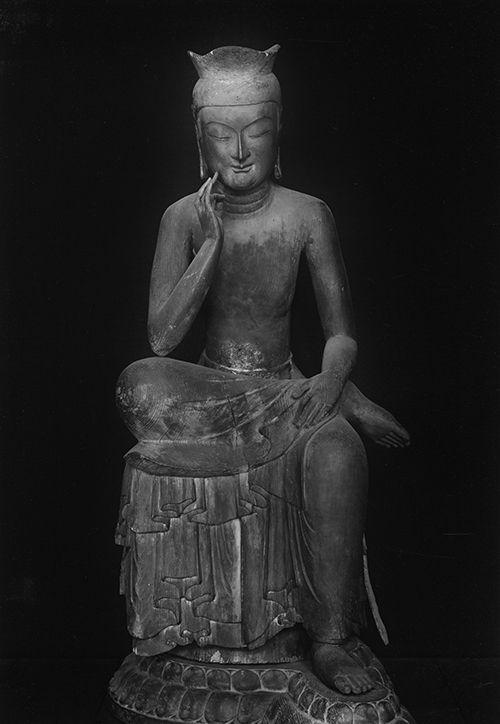 広隆寺 弥勒菩薩半跏思惟像 『私はこれまでに古代ギリシャの神々の彫像、ローマ時代に創られた多くの優れた彫刻もみてきた。だが、今日までの何十年かの哲学者としての生涯の中で、これほど人間存在の真の平和な姿を具現した芸術作品を見たことはなかった。この仏像は、我々人間の持つ心の平和の理想を真に余すところなく最高度に表してる。』カール・ヤスパース