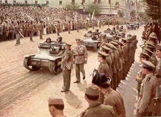 Kolozsvar, parade, 1940 Magyar Honvéd: Az első magyar páncélosok – kisharckocsik a kerékp...