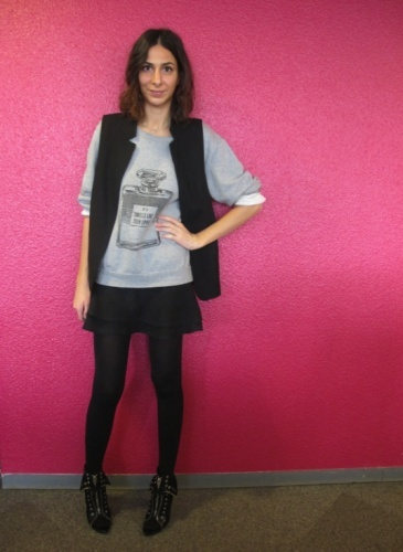 Office Style = Sophie L. (18/10/2012)    Streetstyle Rock    Sweat Eleven  Gilet sans manches Zara  Jupe Zara  Collants Wolford  Chaussures Alexander Wang