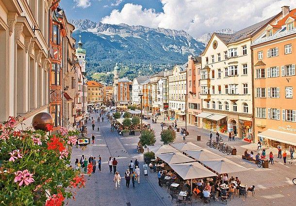 Urlop w Innsbrucku to nie tylko zwiedzanie pięknego miasta. Zaledwie kilka minut jazdy tramwajem lub kolejką górską dzieli centrum stolicy Alp od...