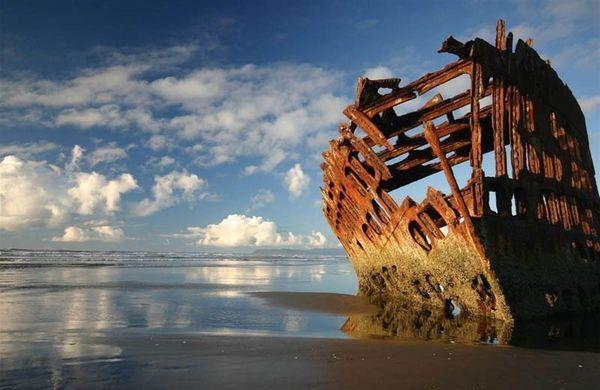 Carcassa di una nave in Oregon, Stati Uniti