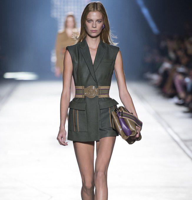Le kaki version chic vu sur le défilé Versace printemps-été 2016