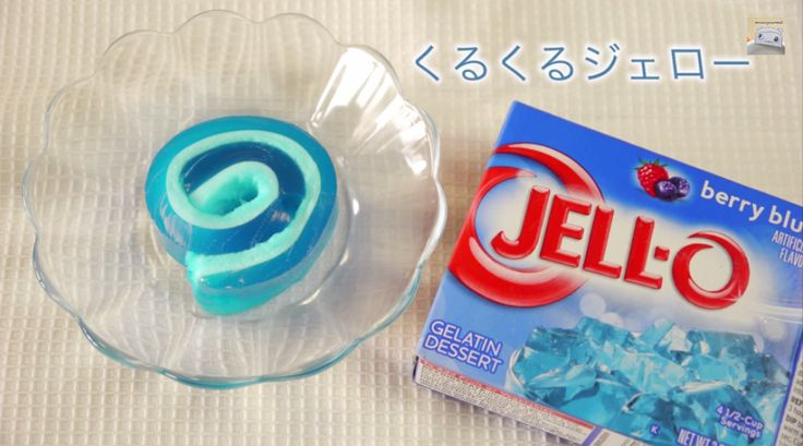 Les enfants en raffoleront! Enfin une façon différente de manger le Jell-O! Autre que de faire des étages de couleurs ou d'ajouter des fruits ou de la crème fouettée. Une collation facile à mettre dans la boite lunch et facile à manger pour les peti