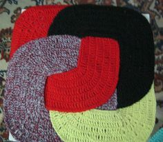 оригинальный вязаный коврик