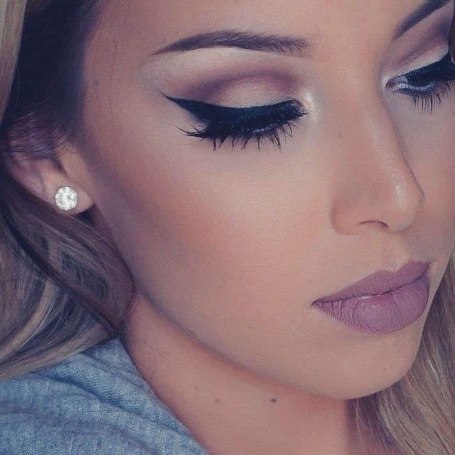 Thick winged liner with chestnut crease!