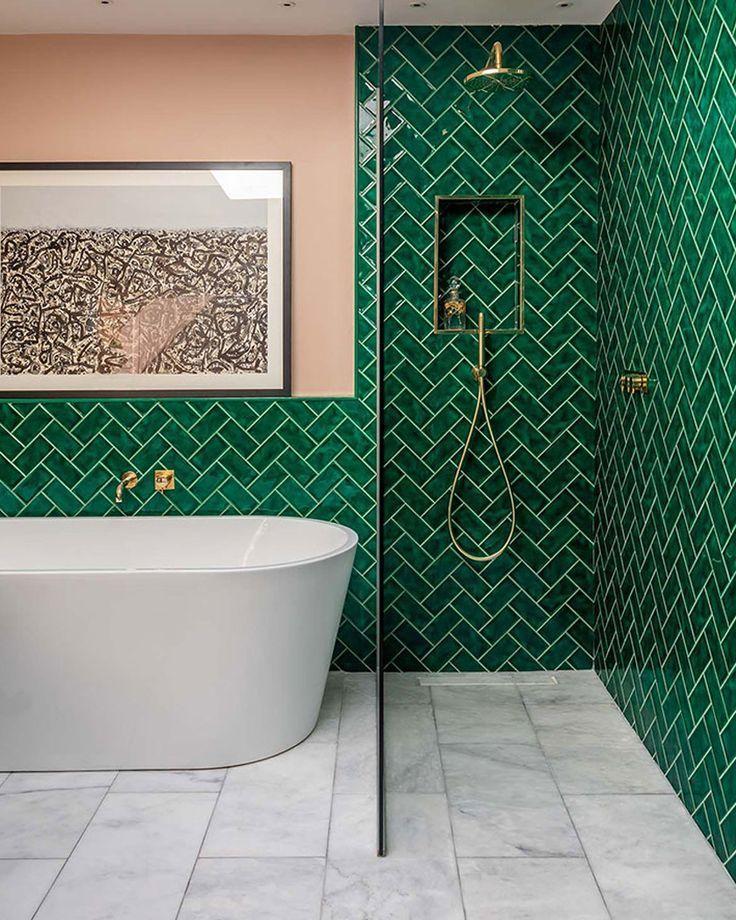 Utiliser Le Carrelage Metro Dans La Salle De Bain Bathroom Tile Designs Bathroom Interior Bathroom Interior Design