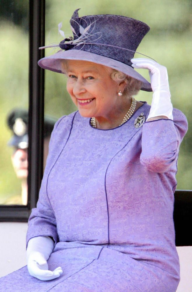 The Queen looks so happy here!: Queen Elizabeth, Royals Hats, British Royalty, Queens, The Queen, Queen Hats, Elizabeth Ii, Royals Families, Elizabeth Hats
