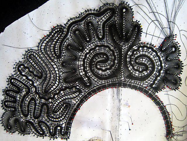 Abanico negro de encaje tecnica de Hinojosa del Rio