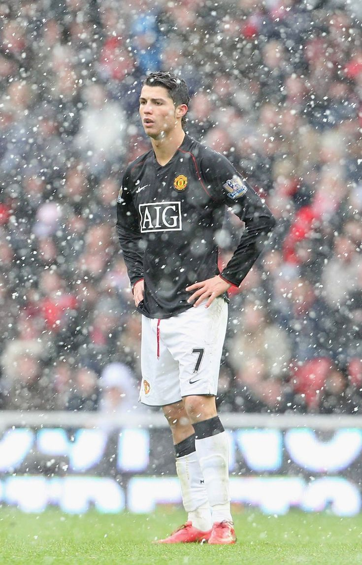 Cristiano Ronaldo helped @manutd battle against the elements to bag a 2-2 draw against Middlesbrough at the Riverside Stadium in 2008.