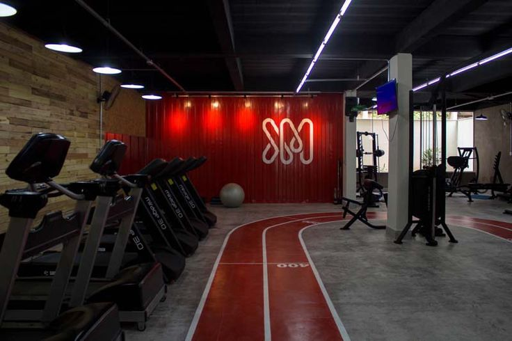 Um studio fitness com atendimento personalizado e decoração com pegada industrial e muuuuito estilo.