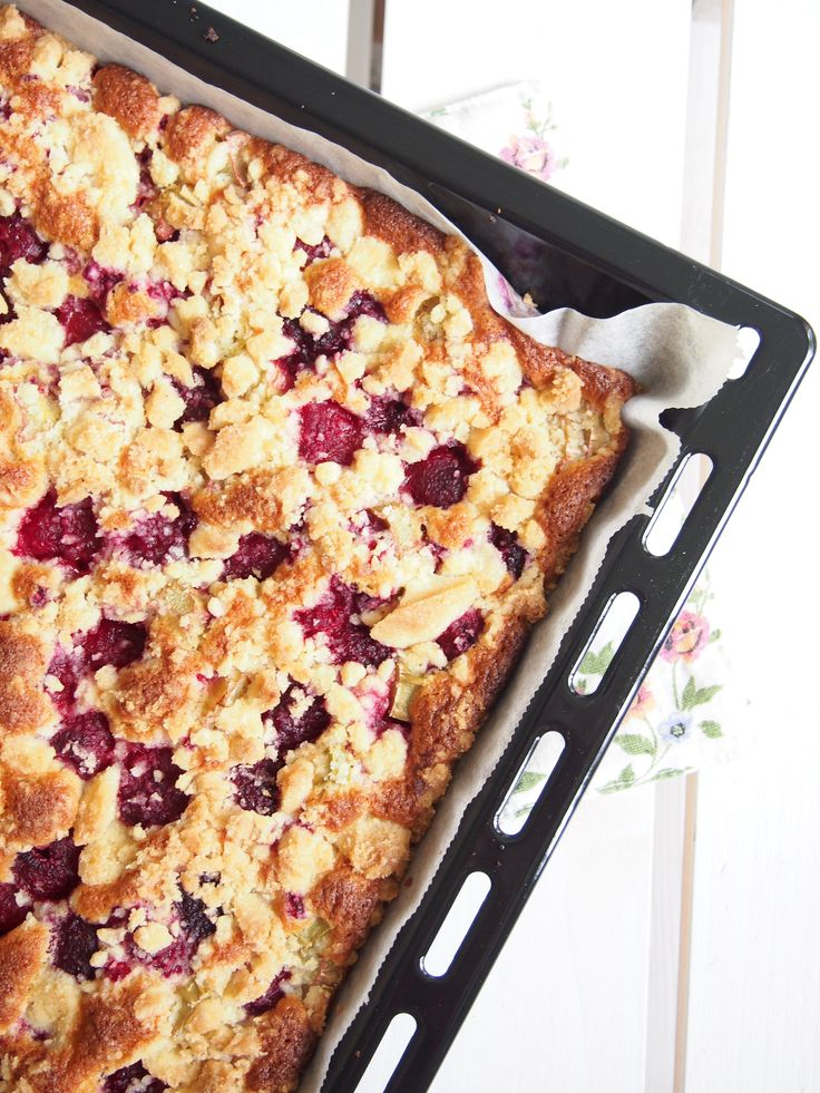 Raspberry rhubarb pie drsugars.blogspot.fi