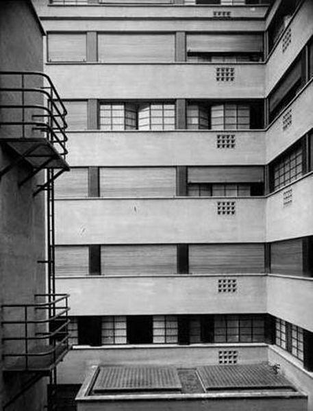 Caserne des Pompiers Rue Mesnil 8, Paris, France Robert Mallet-Stevens, 1935