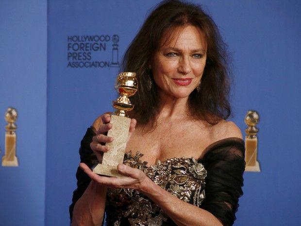 Jacqueline Bisset vence o prêmio de melhor atriz coadjuvante em filme para TV no 71º Globo de Ouro, que acontece neste domingo (12), em Los Angeles. (Foto: REUTERS/Lucy Nicholson)