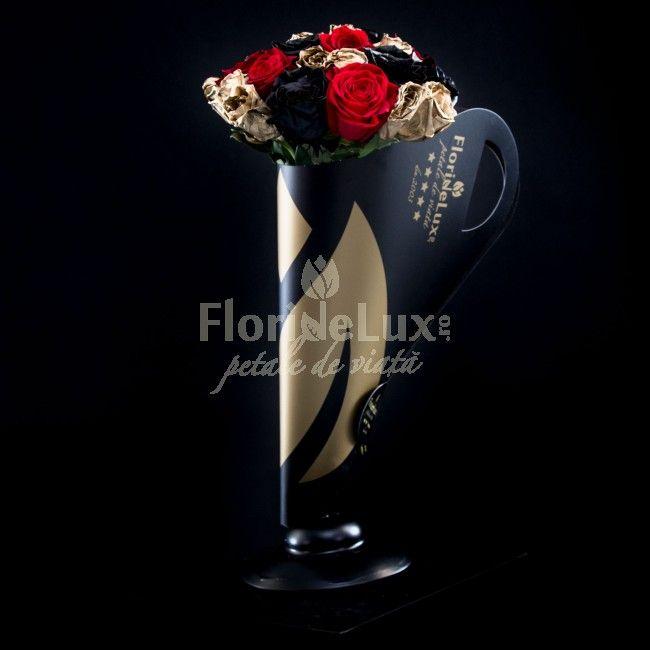 Am creat special pentru tine si pentru ea, zeita ta, acest buchet pe care noi il numim Golden Heart, din 5 trandafiri rosii, 5 trandafiri negri si 9 trandafiri aurii, asezati cu eleganta si sarm in suportul nostru Black&Gold unic in Romania! Trandafirii negri si aurii sunt vopsiti de catre maestrii floristi FlorideLux.