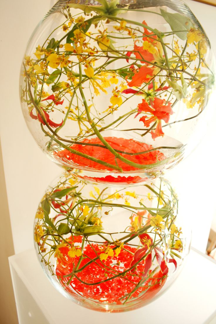 Double fishbowl with orange and yellow Gloriosa lilies - Yan Skates design